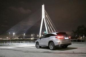 Travelnews.lv Latvijas svētku dzimšanas dienu sagaida ar jauno «Lexus RX450HL» 45