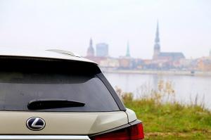 Travelnews.lv Latvijas svētku dzimšanas dienu sagaida ar jauno «Lexus RX450HL» 50