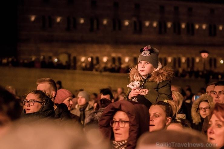 Tūkstošiem liepājnieku un Liepājas viesu atzīmē Latvijas Neatkarības proklamēšanas 101. gadadienu 271492