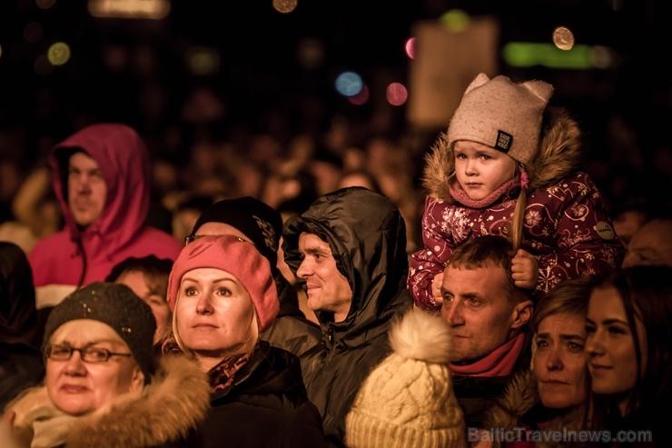 Tūkstošiem liepājnieku un Liepājas viesu atzīmē Latvijas Neatkarības proklamēšanas 101. gadadienu