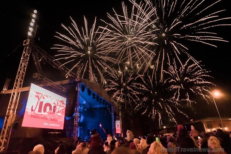 Tūkstošiem liepājnieku un Liepājas viesu atzīmē Latvijas Neatkarības proklamēšanas 101. gadadienu 271530