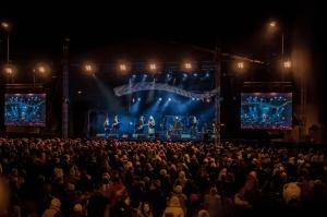Tūkstošiem liepājnieku un Liepājas viesu atzīmē Latvijas Neatkarības proklamēšanas 101. gadadienu 10