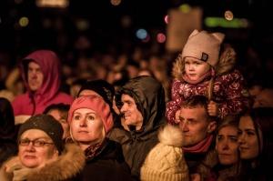 Tūkstošiem liepājnieku un Liepājas viesu atzīmē Latvijas Neatkarības proklamēšanas 101. gadadienu 21