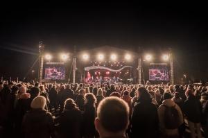 Tūkstošiem liepājnieku un Liepājas viesu atzīmē Latvijas Neatkarības proklamēšanas 101. gadadienu 40