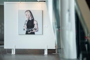 Latgales vēstniecībā GORS Rēzeknē atklāta jaunās gleznotājas Alvīnes Bautras personālizstāde