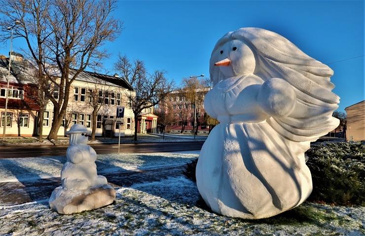 Cauri deviņām Latvijas kaprīzajām ziemām Dobeles dižie sniegavīri ir veiksmīgi atnākuši līdz savam desmitajam saietam