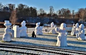 Cauri deviņām Latvijas kaprīzajām ziemām Dobeles dižie sniegavīri ir veiksmīgi atnākuši līdz savam desmitajam saietam 1