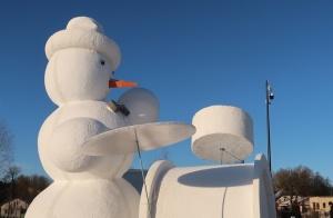 Cauri deviņām Latvijas kaprīzajām ziemām Dobeles dižie sniegavīri ir veiksmīgi atnākuši līdz savam desmitajam saietam 4
