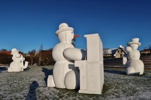 Cauri deviņām Latvijas kaprīzajām ziemām Dobeles dižie sniegavīri ir veiksmīgi atnākuši līdz savam desmitajam saietam 6