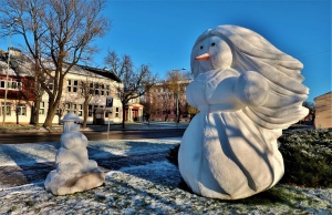 Cauri deviņām Latvijas kaprīzajām ziemām Dobeles dižie sniegavīri ir veiksmīgi atnākuši līdz savam desmitajam saietam 7