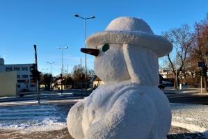 Cauri deviņām Latvijas kaprīzajām ziemām Dobeles dižie sniegavīri ir veiksmīgi atnākuši līdz savam desmitajam saietam 8