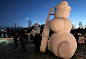 Cauri deviņām Latvijas kaprīzajām ziemām Dobeles dižie sniegavīri ir veiksmīgi atnākuši līdz savam desmitajam saietam 13