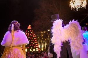 Rožu laukumā iemirdzējusies Liepājas pilsētas skaistākā rota – Ziemassvētku egle