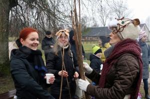 Turaidas muzejrezervātā lustīgi svin latviešu gadskārtu svētkus – Meteņus, iezīmējot zemnieku jaunā gada sākumu un simboliski metot gadskārtu metus uz 29