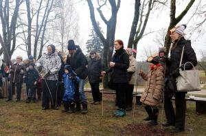 Turaidas muzejrezervātā lustīgi svin latviešu gadskārtu svētkus – Meteņus, iezīmējot zemnieku jaunā gada sākumu un simboliski metot gadskārtu metus uz 30