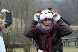 Turaidas muzejrezervātā lustīgi svin latviešu gadskārtu svētkus – Meteņus, iezīmējot zemnieku jaunā gada sākumu un simboliski metot gadskārtu metus uz 44