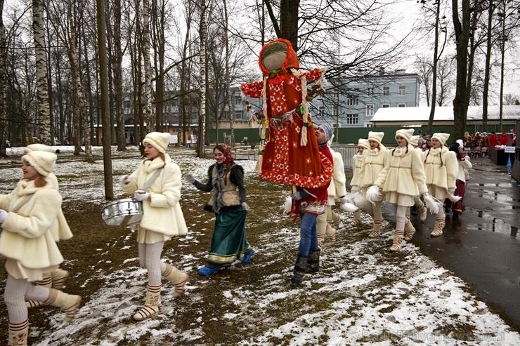 Rēzeknē svin tradicionālos slāvu tautību svētkus «Masļeņica» 279075