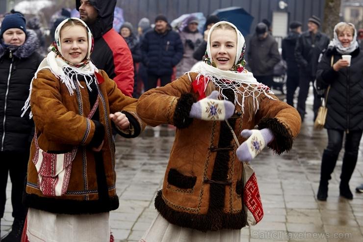 Rēzeknē svin tradicionālos slāvu tautību svētkus «Masļeņica» 279096