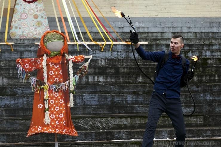 Rēzeknē svin tradicionālos slāvu tautību svētkus «Masļeņica» 279105