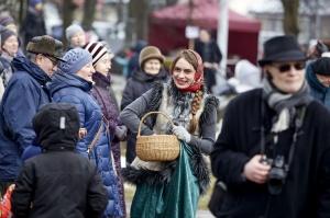 Rēzeknē svin tradicionālos slāvu tautību svētkus «Masļeņica» 39