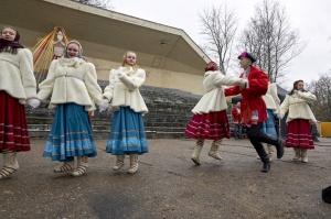 Rēzeknē svin tradicionālos slāvu tautību svētkus «Masļeņica» 40
