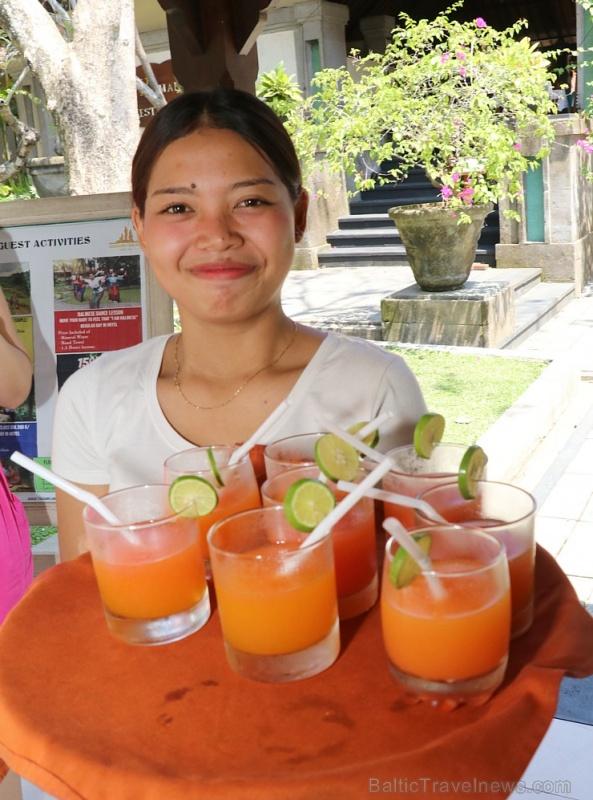 Travelnews.lv apmeklē un pusdieno Bali viesnīcā «Champlung Sari Hotel». «Turkish Airlines» un «365 Brīvdienas»