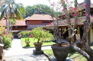 Travelnews.lv apmeklē un pusdieno Bali viesnīcā «Champlung Sari Hotel». «Turkish Airlines» un «365 Brīvdienas» 3
