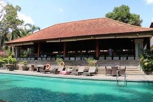 Travelnews.lv apmeklē un pusdieno Bali viesnīcā «Champlung Sari Hotel». «Turkish Airlines» un «365 Brīvdienas» 4