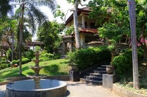 Travelnews.lv apmeklē un pusdieno Bali viesnīcā «Champlung Sari Hotel». «Turkish Airlines» un «365 Brīvdienas» 7