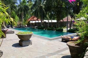 Travelnews.lv apmeklē un pusdieno Bali viesnīcā «Champlung Sari Hotel». «Turkish Airlines» un «365 Brīvdienas» 8