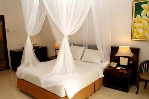 Travelnews.lv apmeklē un pusdieno Bali viesnīcā «Champlung Sari Hotel». «Turkish Airlines» un «365 Brīvdienas» 11