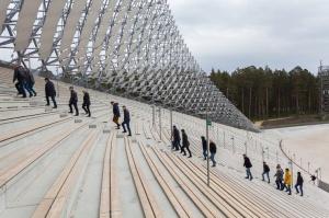 Mežaparka Lielā estrāde ir ieguvusi tās autoru arhitektu Jura Pogas un Austra Mailīša iecerētās Sidraba birzs dziesmu kalnā veidolu 6