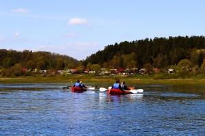 «Lost in Latgale» ceļotājus ved aizraujošos laivu braucienos 13