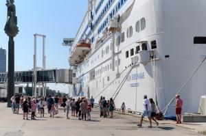 Greznais kuģis, kas parasti kursē maršrutā Helsinki – Stokholma, šovasar – jūlijā un augusta pirmajā pusē – apkalpos pagaidu maršrutu Helsinki–Rīga 15