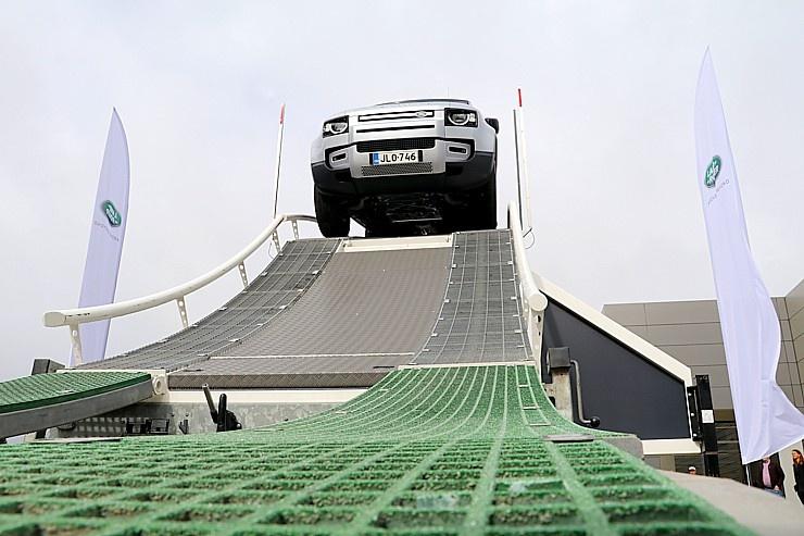 Travelnews.lv iepazīst jauno «Land Rover Defender»