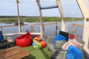Jūrmalā pie Lielupes darbojas ļoti savdabīgs atpūtas kempings «Feeling Cone» 15