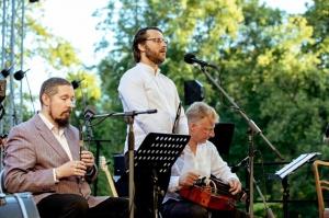 Tiguļkalnu Talsos piepilda skanīgs Raimonda Tigula brīvdabas koncerts 4