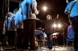 Tiguļkalnu Talsos piepilda skanīgs Raimonda Tigula brīvdabas koncerts 6
