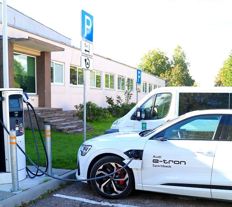 Travelnews.lv uzlādē «Audi e-tron Sportback» Talsos un izbauda pilsētas viesmīlību 289913