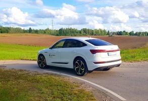 Travelnews.lv uzlādē «Audi e-tron Sportback» Talsos un izbauda pilsētas viesmīlību 33