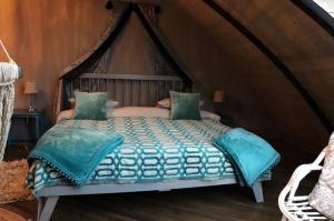 Māksliniecisks viesu nams kupolmāja «Ārpus laika» Salaspilī uzņem ceļotājus 7