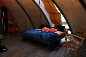 Māksliniecisks viesu nams kupolmāja «Ārpus laika» Salaspilī uzņem ceļotājus 9
