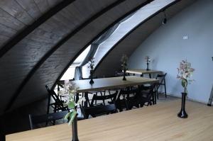 Māksliniecisks viesu nams kupolmāja «Ārpus laika» Salaspilī uzņem ceļotājus 11