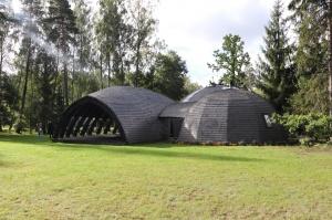 Māksliniecisks viesu nams kupolmāja «Ārpus laika» Salaspilī uzņem ceļotājus 14