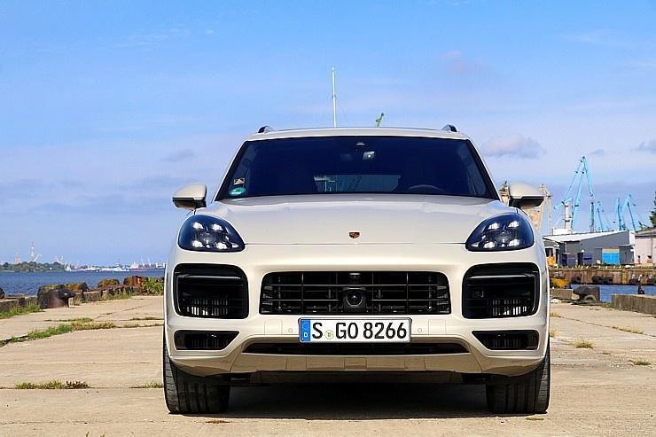 Travelnews.lv apceļo Rīgu ar jaudīgo un jauno «Porsche Cayenne GTS» 290895