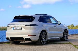 Travelnews.lv apceļo Rīgu ar jaudīgo un jauno «Porsche Cayenne GTS» 2