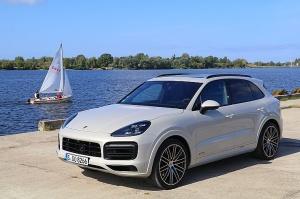 Travelnews.lv apceļo Rīgu ar jaudīgo un jauno «Porsche Cayenne GTS» 3