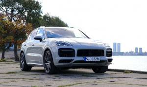 Travelnews.lv apceļo Rīgu ar jaudīgo un jauno «Porsche Cayenne GTS» 4