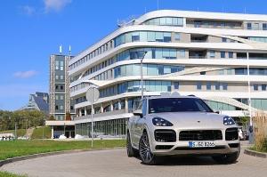 Travelnews.lv apceļo Rīgu ar jaudīgo un jauno «Porsche Cayenne GTS» 6