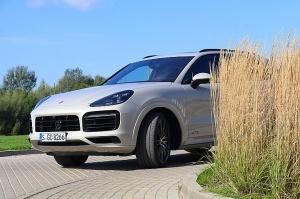 Travelnews.lv apceļo Rīgu ar jaudīgo un jauno «Porsche Cayenne GTS» 7